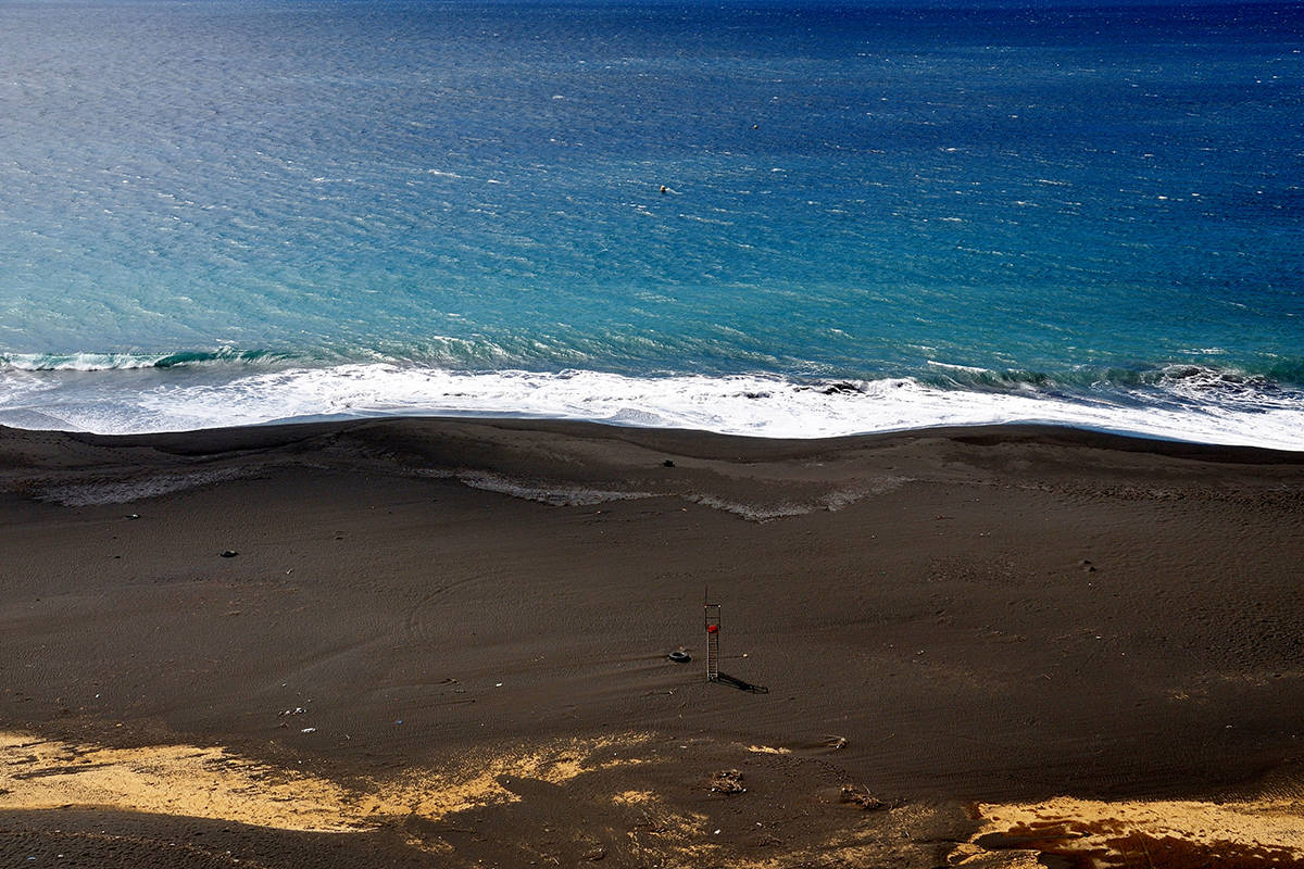 isla de fogo playa negra olas