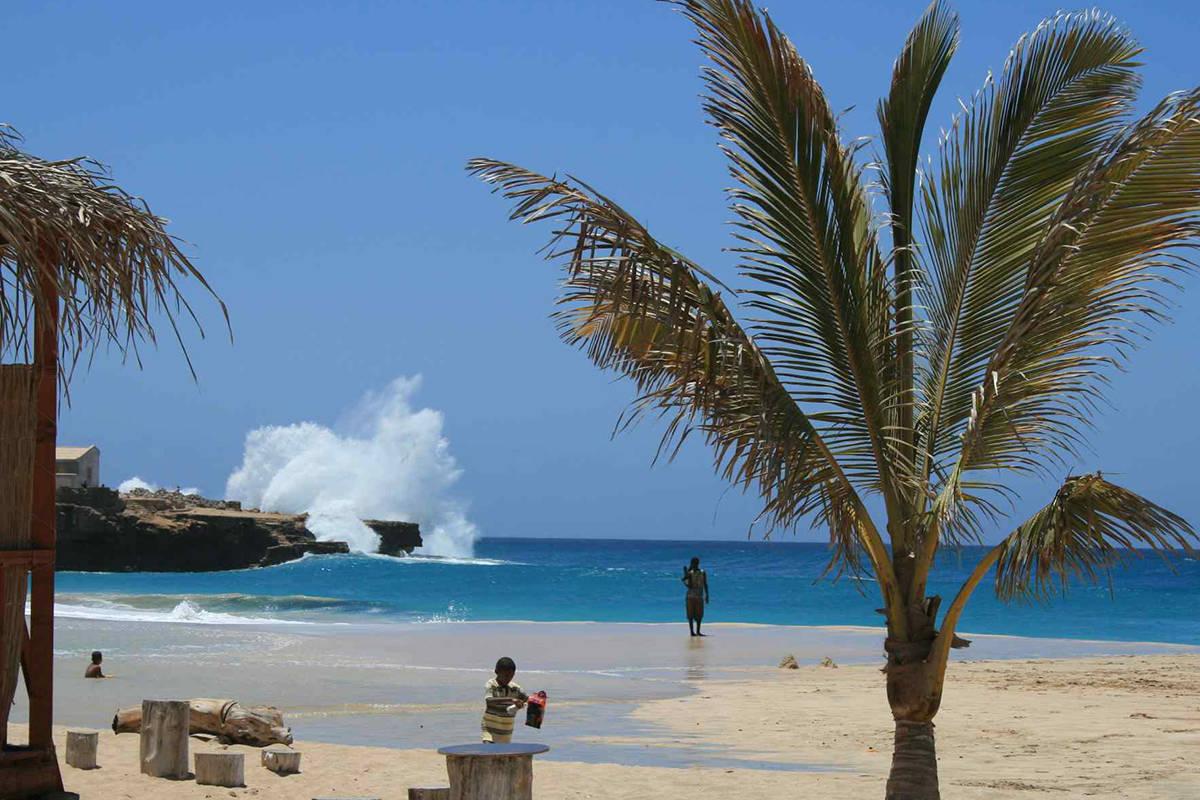 isla de maio playa palmeras