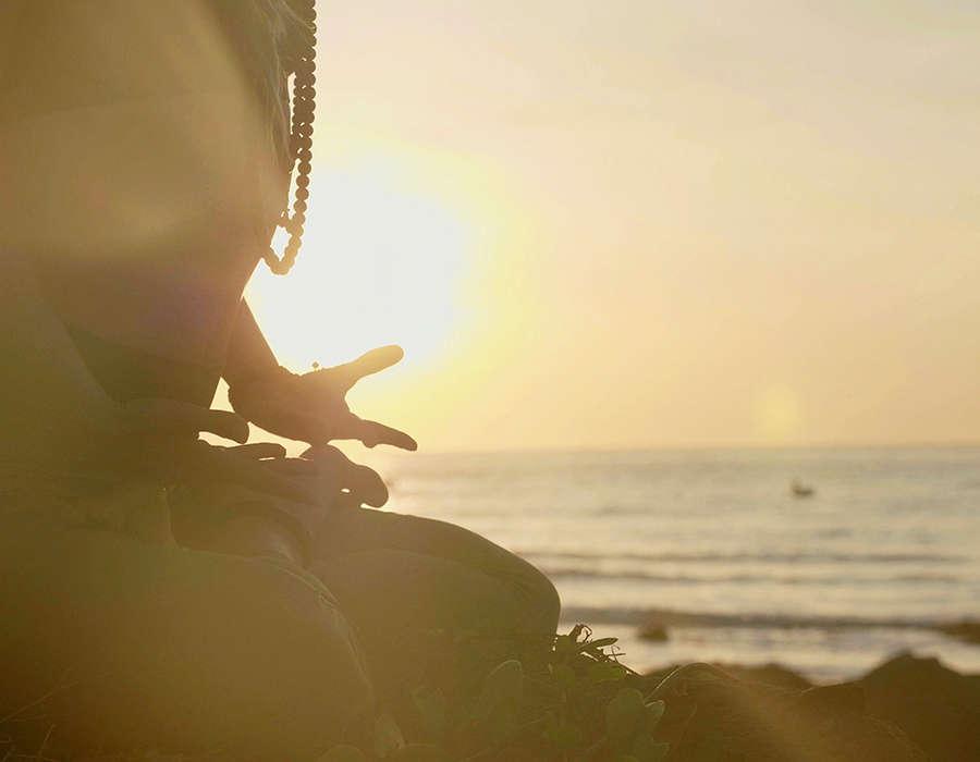 isla de sal meditación en la playa