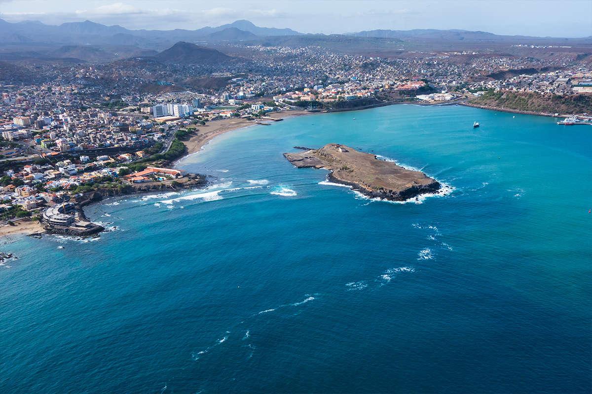 isla de santiago ciudad de praia vista aérea