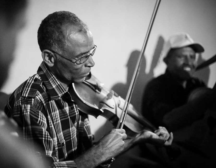 isla de santiago musica en vivo