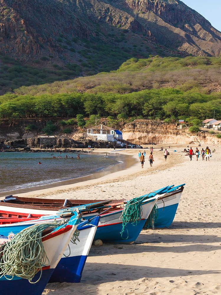 islas de sotavento barcas pesqueras en Tarrafal