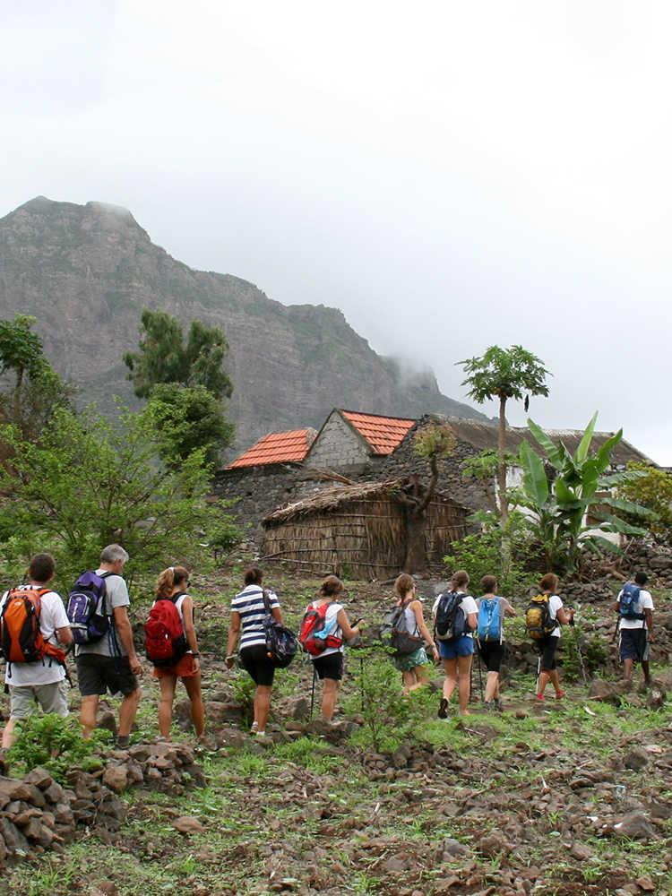 viajar solo en grupo a Cabo Verde destacados senderismo