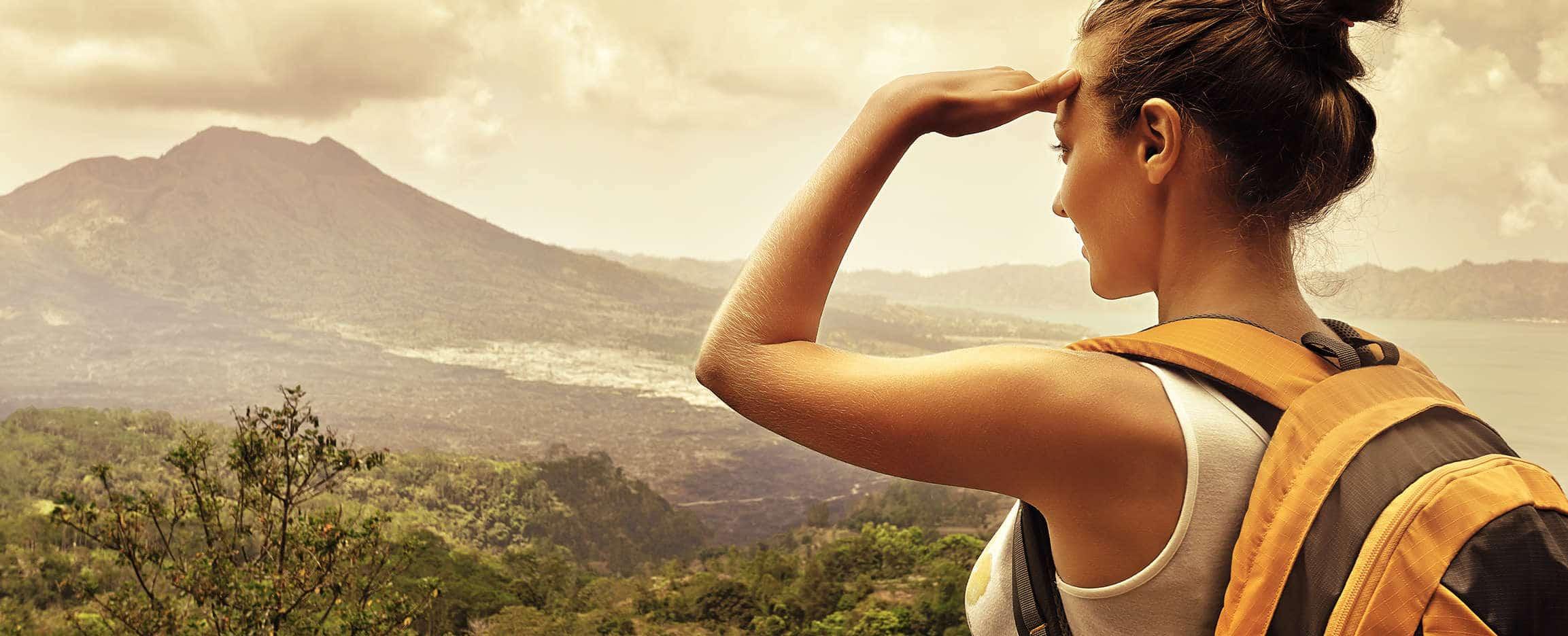 perfil del viajero a cabo verde contemplando vistas