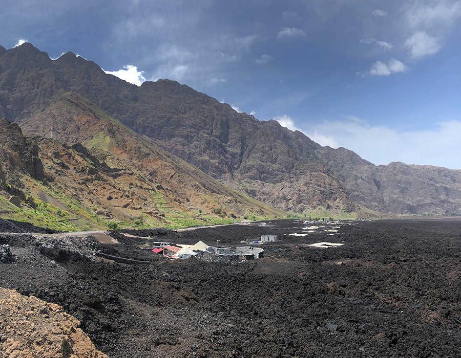 Cha das caldeiras casas sumergidas en la lava