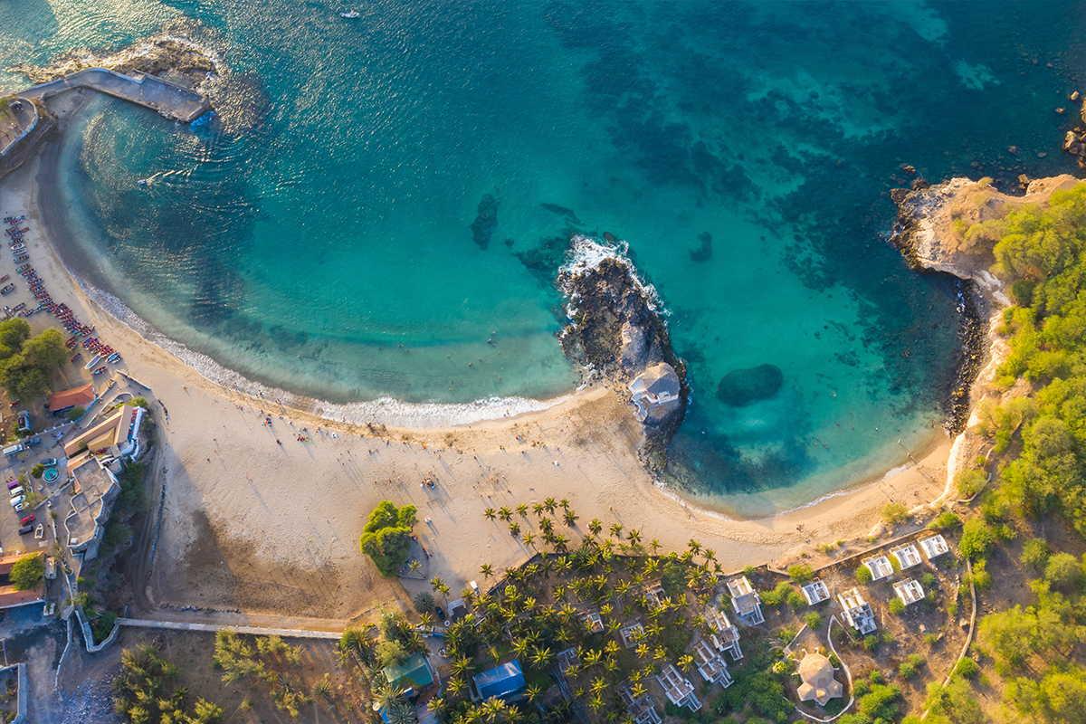 arenas de cabo verde tarrafal a vista de dron