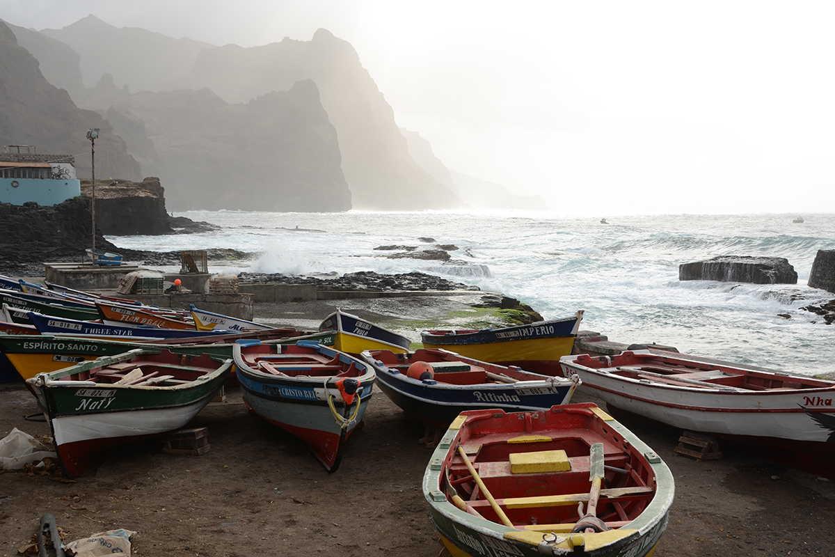 cabo verde criollo barcas pesqueras ponta do sol