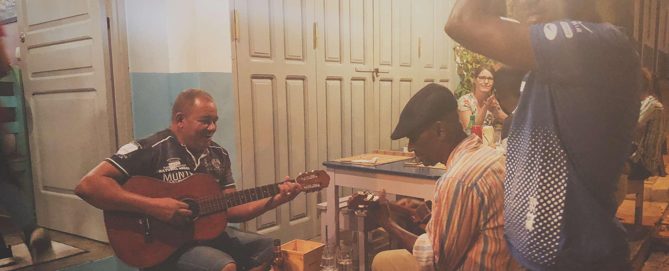 música en cabo verde en vivo durante la cena