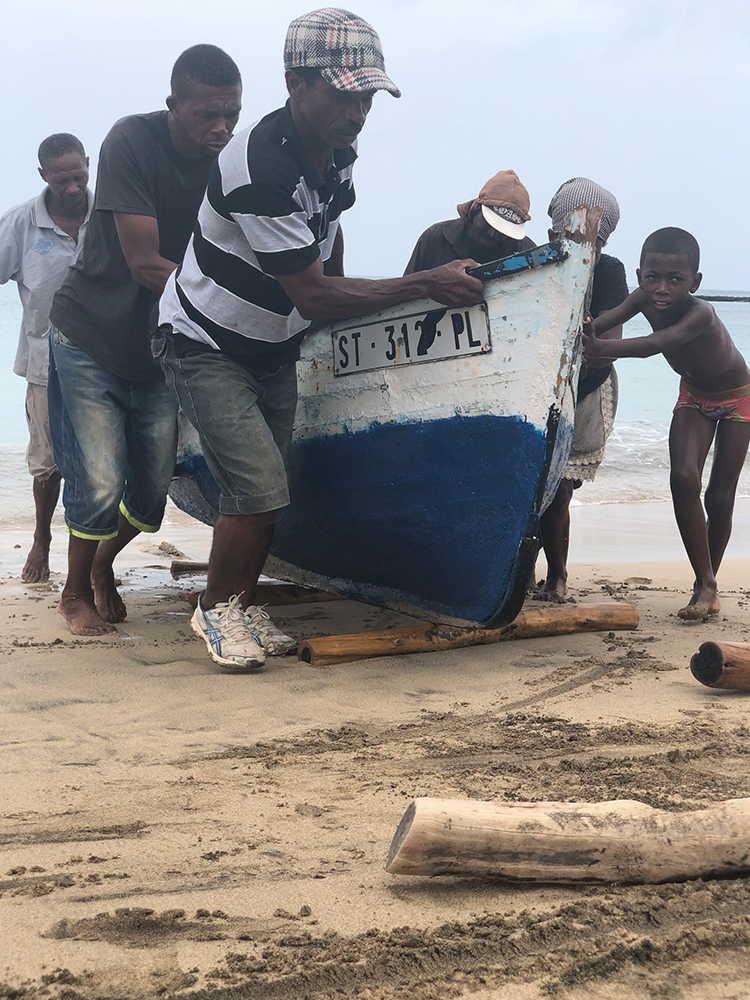 playas de sotavento regreso de las barcas en maio