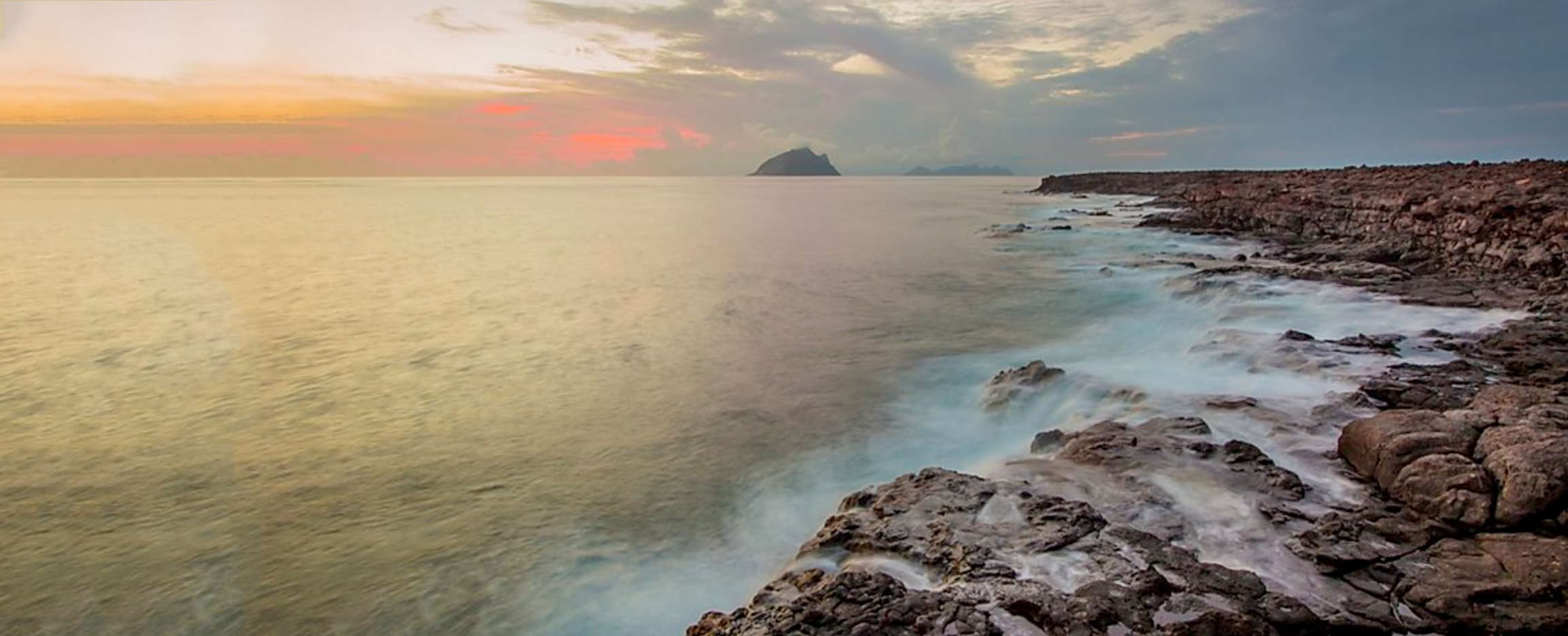 puesta de sol en las islas inhabitadas en cabo verde