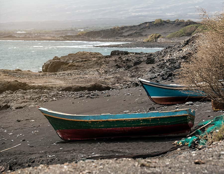 barcas pesqueras en cabo verde